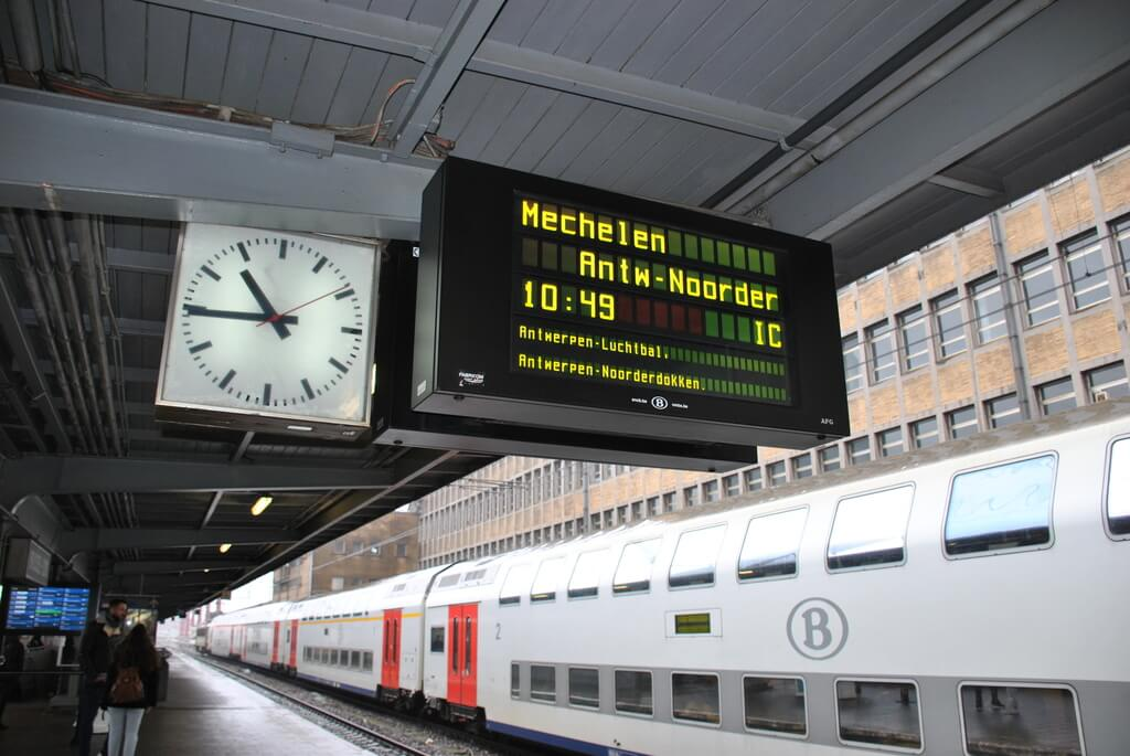Esperando nuestro tren con destino a Amberes