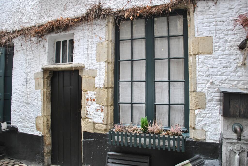 Antiguas casas de los zapateros que vivían en Vlaeykensgang