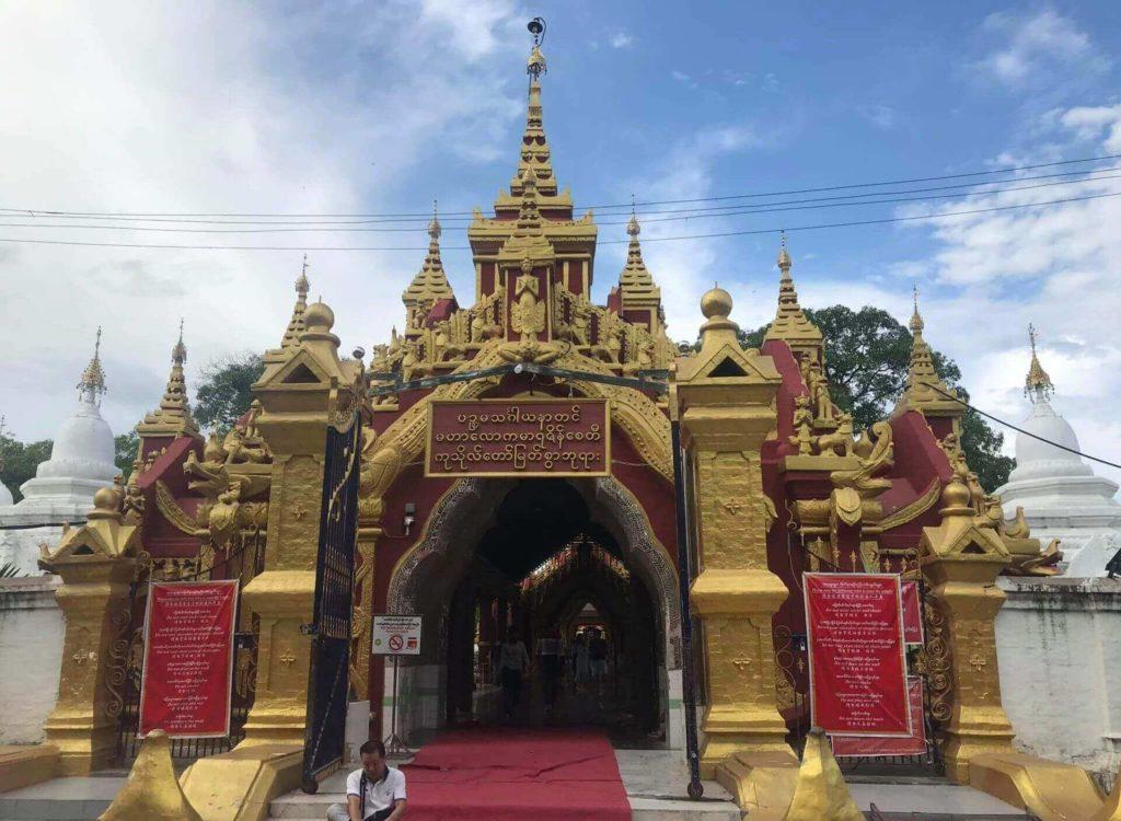 Entrada principal a la pagoda
