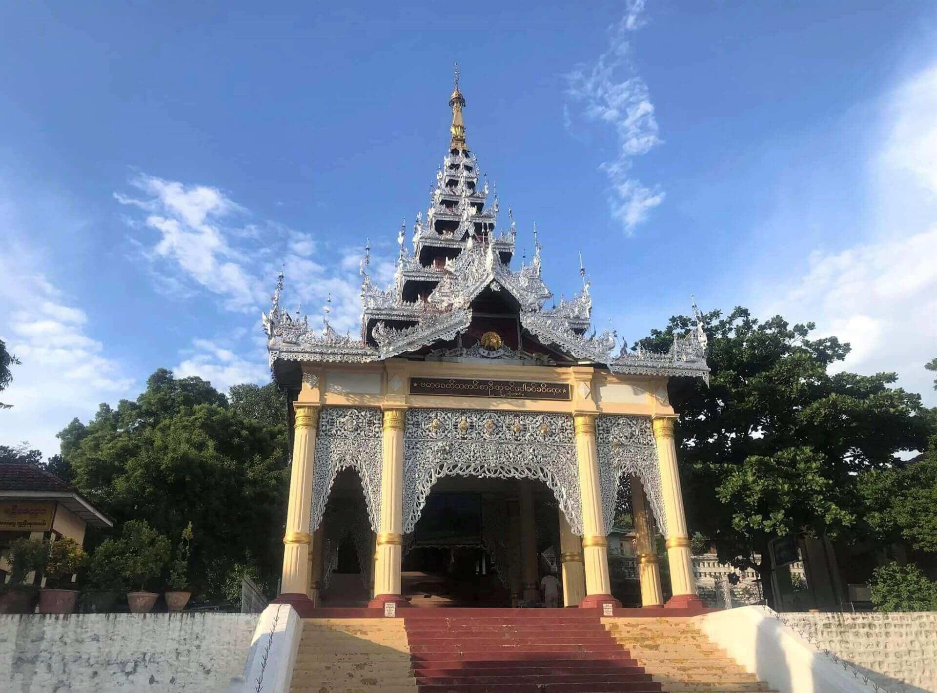 Puerta principal para acceder a Mandalay Hill