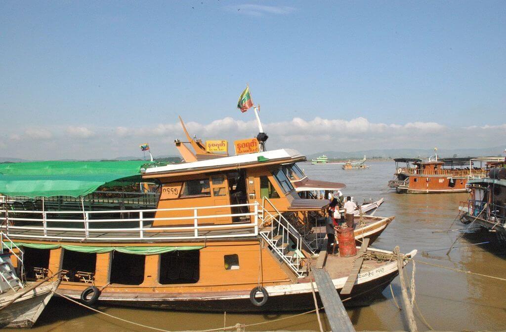 Barco en el puerto de Mandalay