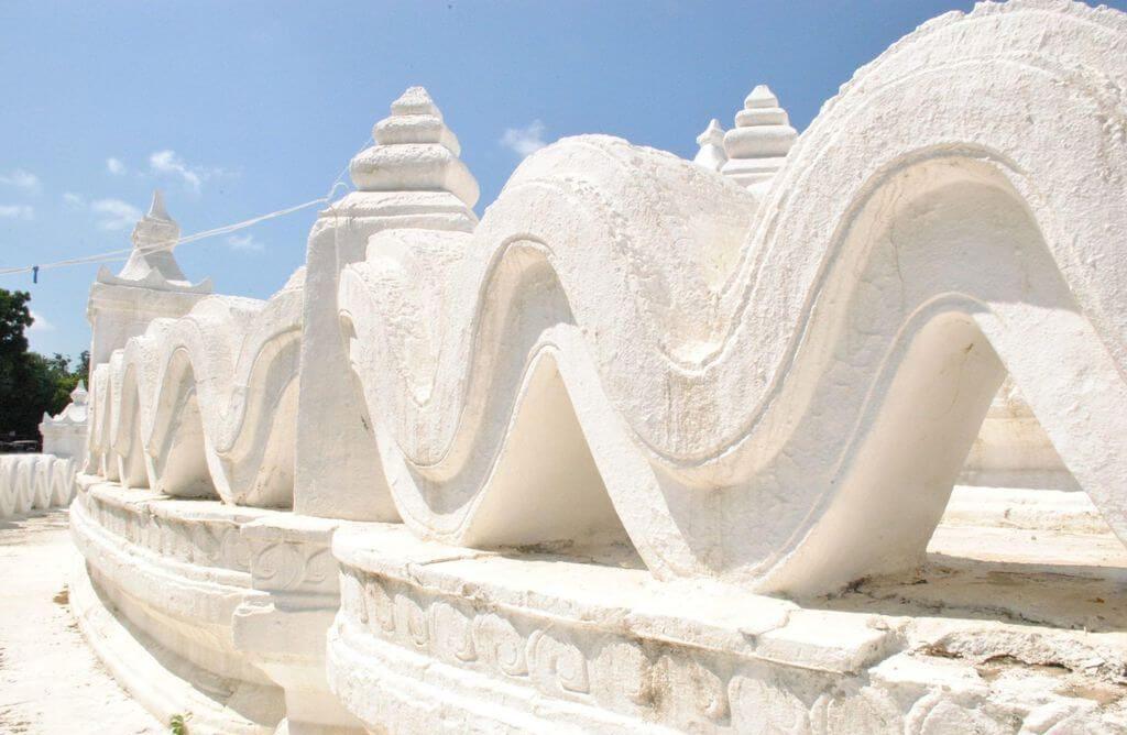 Una de las terrazas de la pagoda Hsinbyume