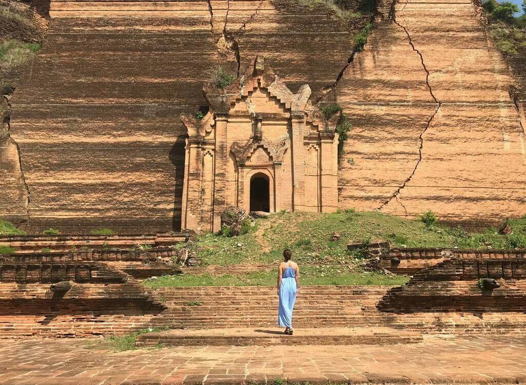 Frente a la Pagoda Pahtodawgyi