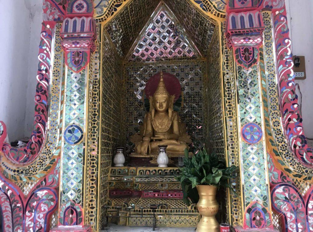 Pequeño santuario en Mandalay Hill