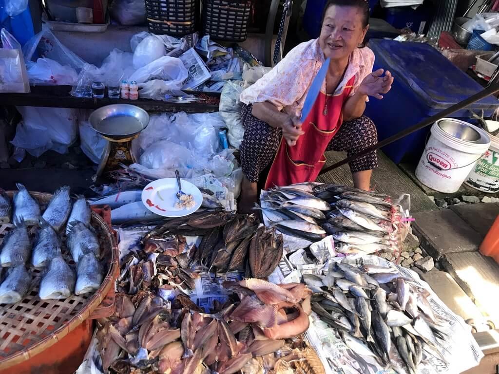 mercado de mae klong tailandia