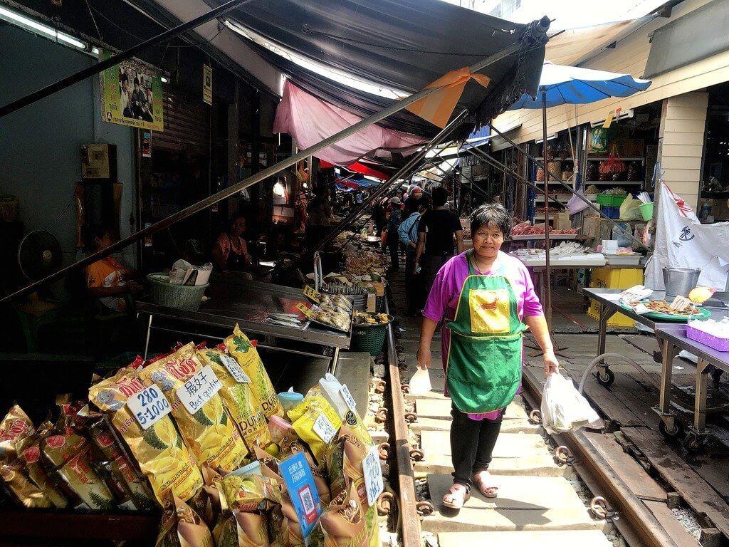 mae klong mercado de las vías del tren