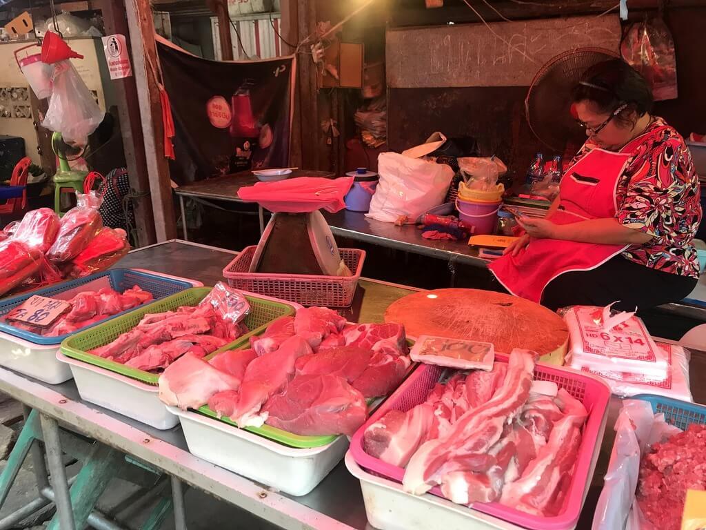 mae Klong el mercado de las vías del tren de Tailandia