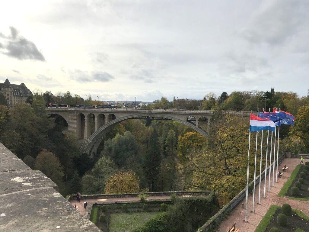Puente Adolfo desde la Plaza de la Constitución