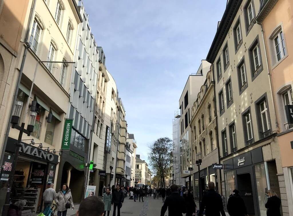 Caminando por la Grand Rue