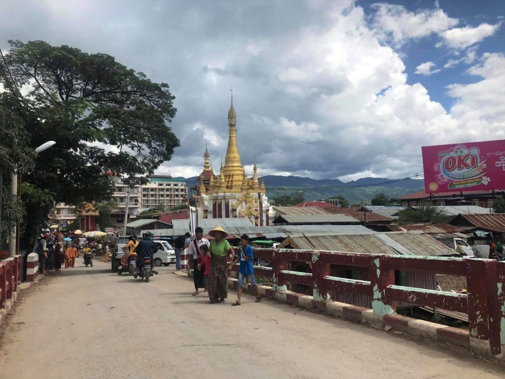 Acceso al embarcadero de Nyaung Shew