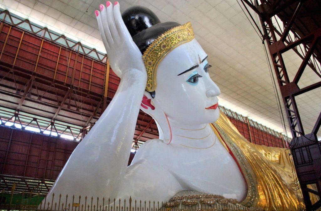 Buda reclinado de la pagoda Chukhtatgyi