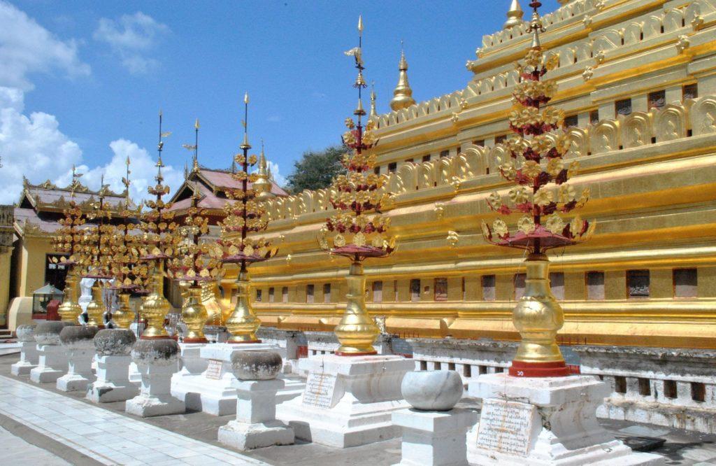Recorriendo la Shwezigon Pagoda
