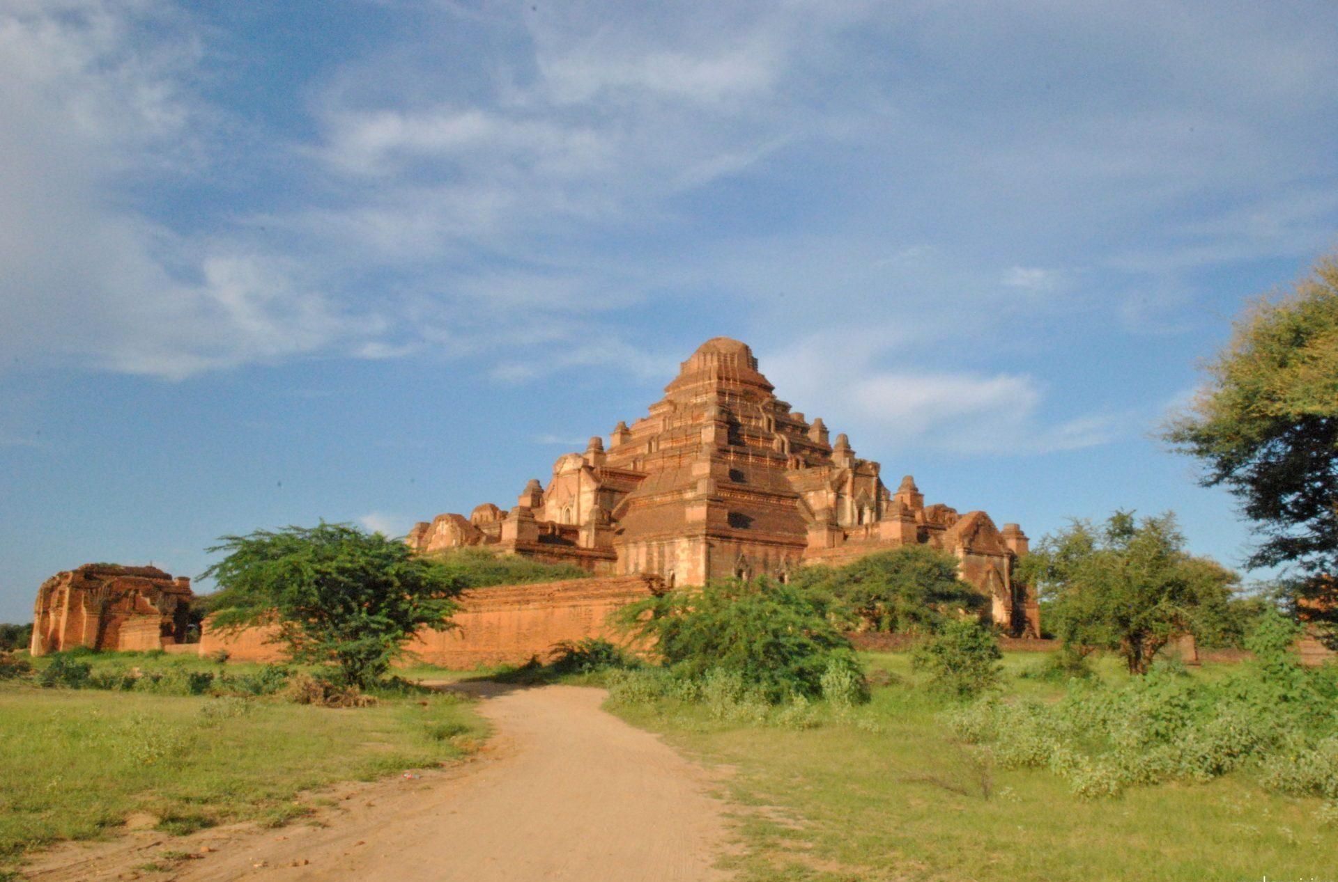 Panorámica exterior del templo