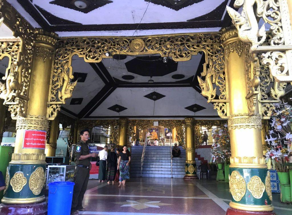 Entrada a la Sule Pagoda
