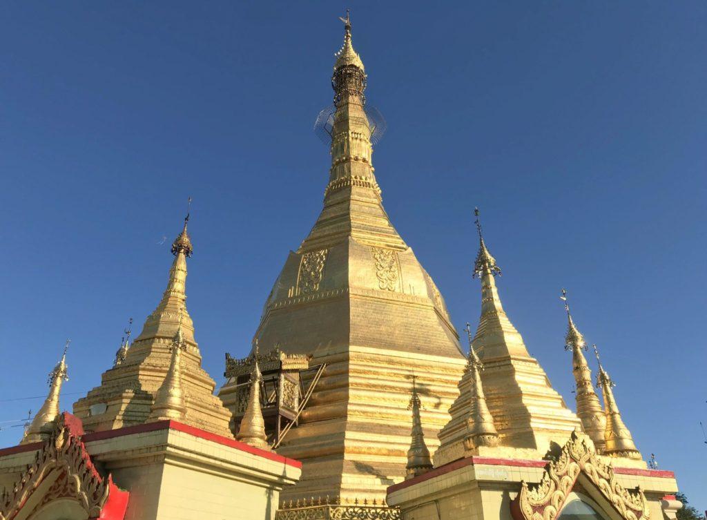Gran Chedi dorado Sule pagoda