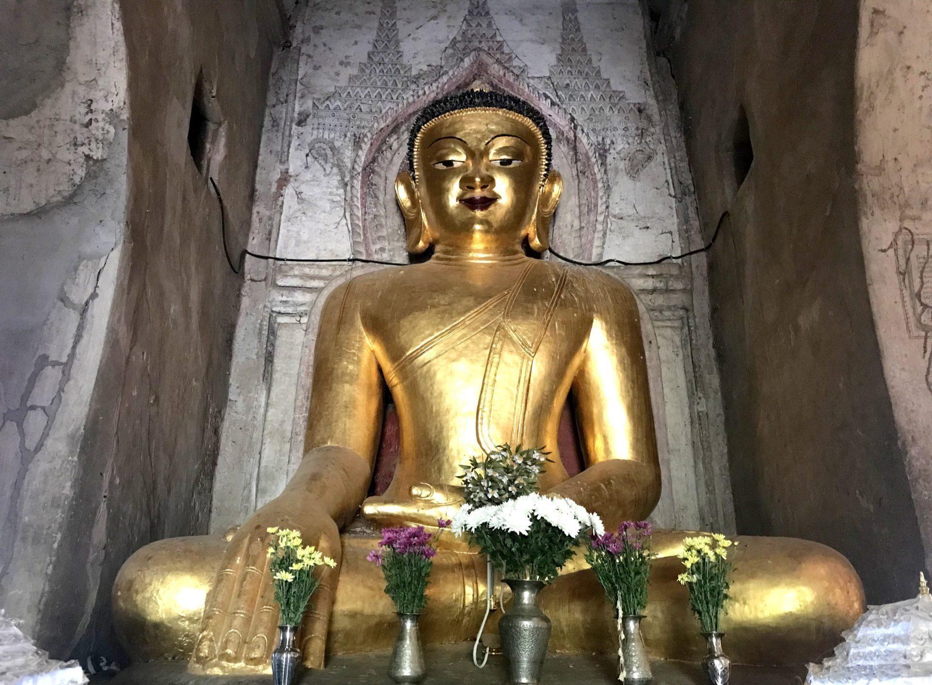 Buda. Interior del templo