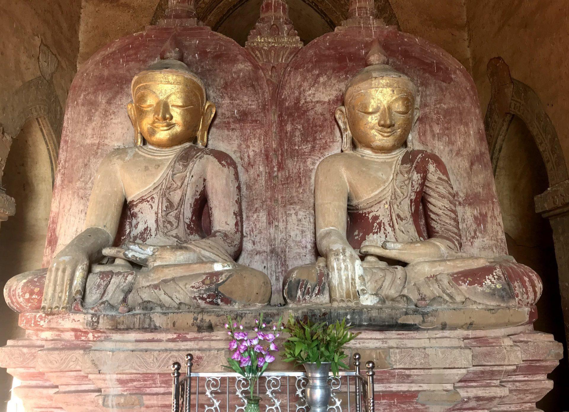 Budas de una de las salas