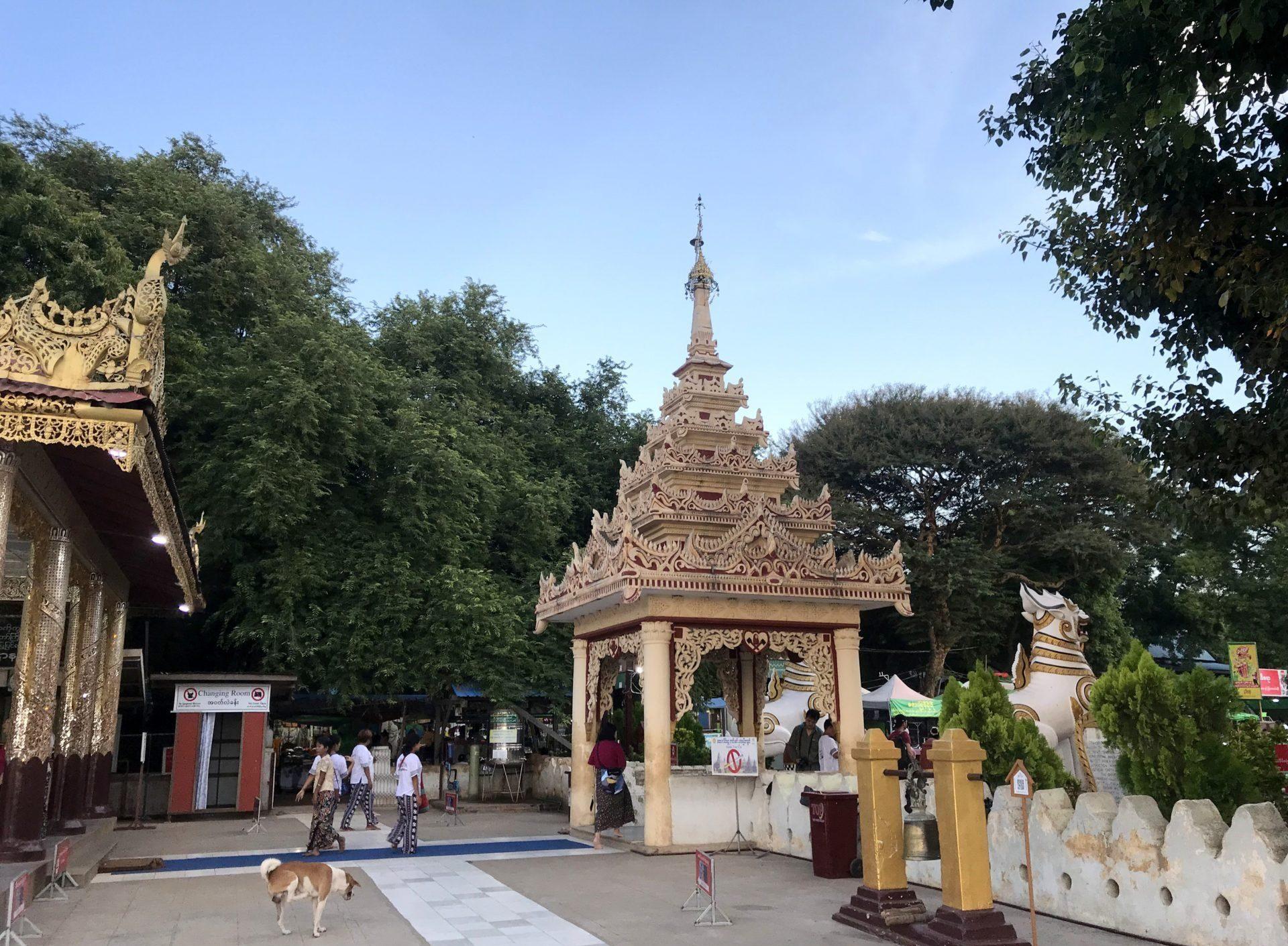 Entrada principal al templo Bu Phaya