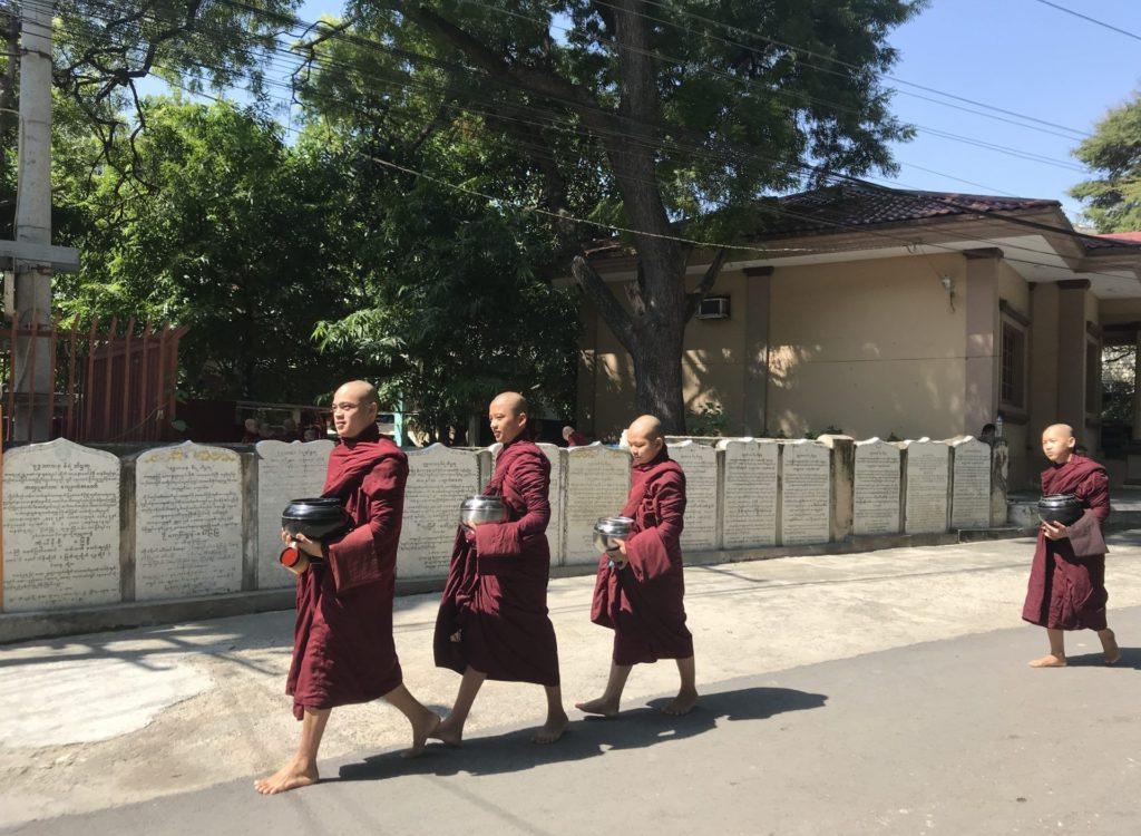 Monjes en Amarapura