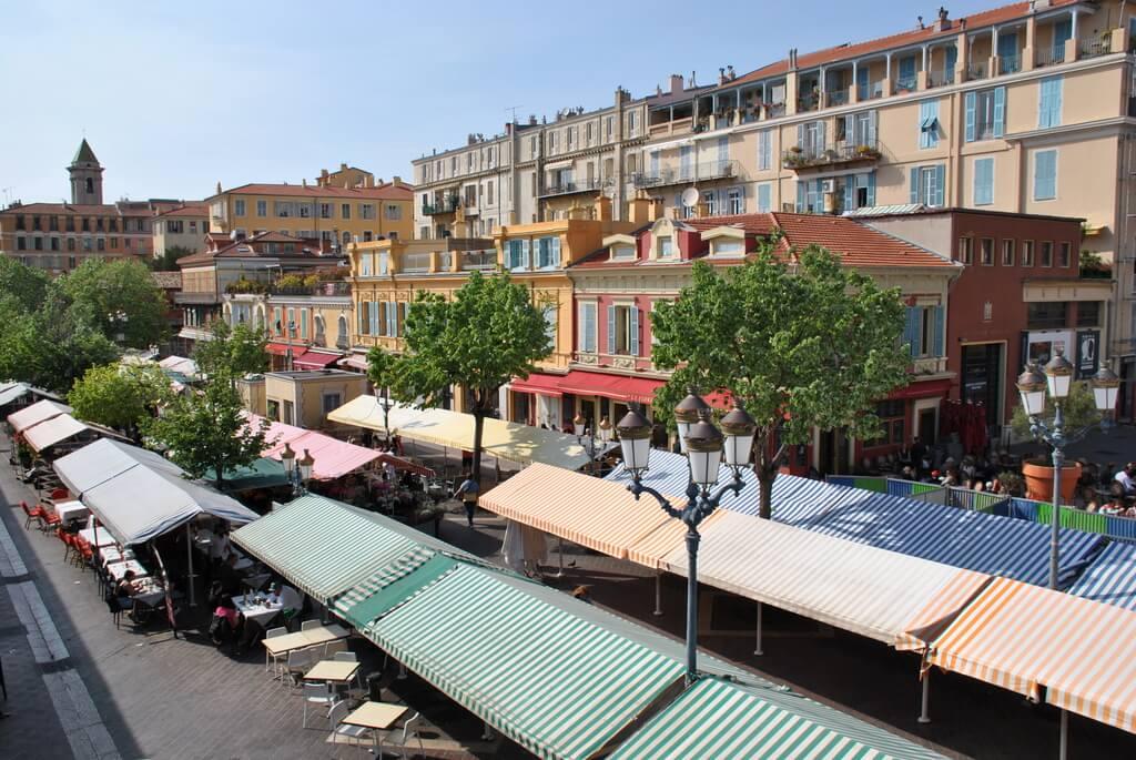 Panorámica del Mercado de las Flores desde la parte superior de Cours Saleya