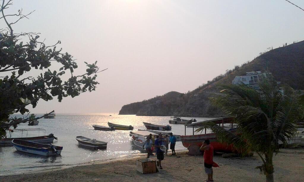 Atardecer en la playa de Taganga, Santa Marta Colombia