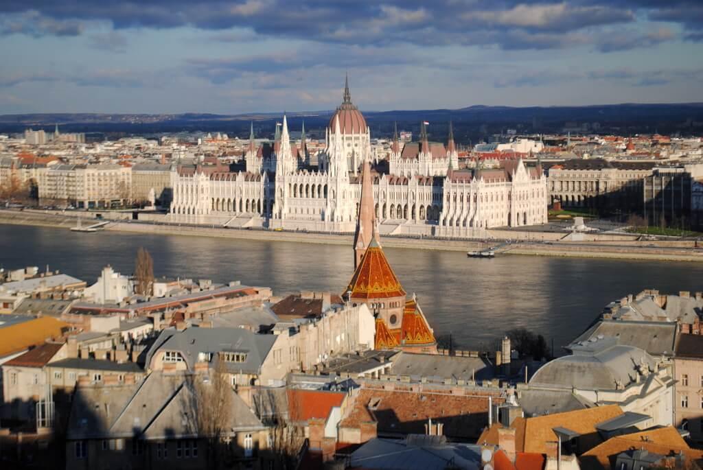 El Parlamento desde el Bastión de los pescadores