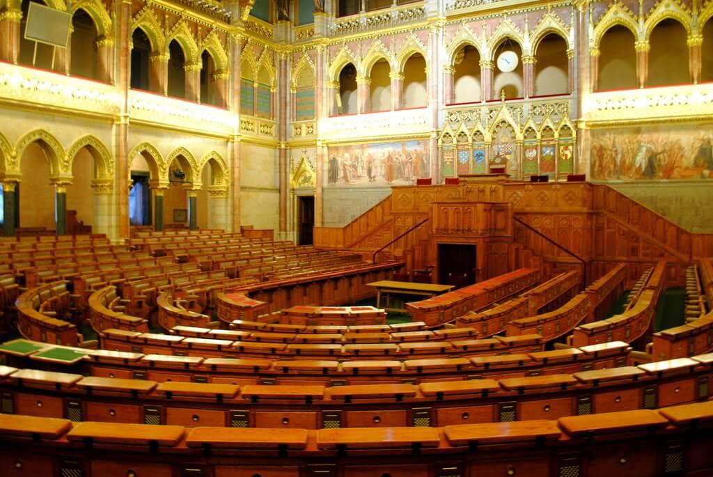 Salón de la Asamblea Nacional del Parlamento de budapest