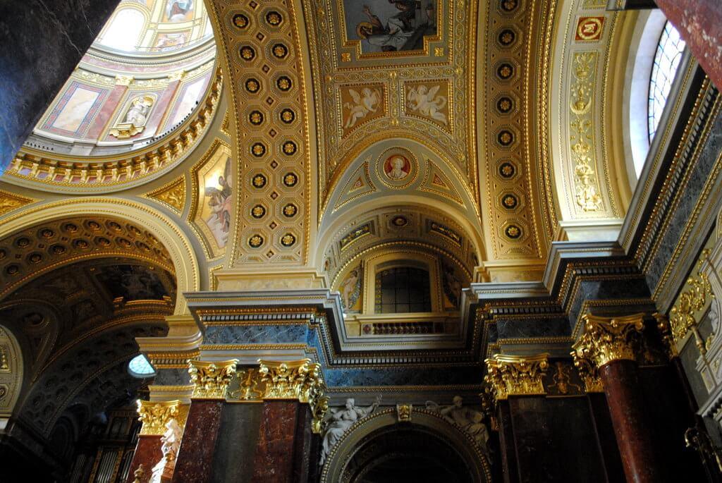 Interior Basílica de San Esteban