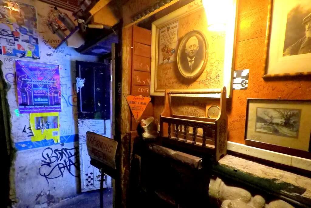 los bares ruina más populares de Budapest
