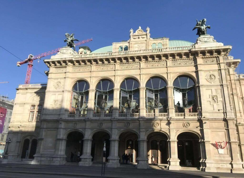 Fachada principal de la Ópera de Viena