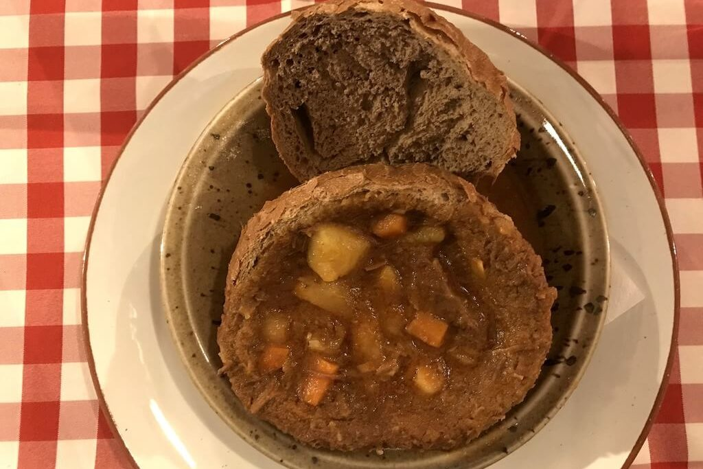 comer comida húngara en Budapest