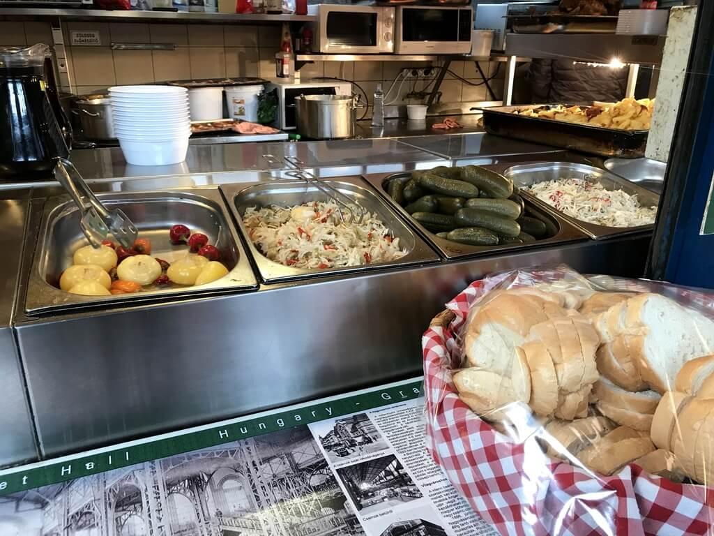 dónde comer comida típica húngara en Budapest
