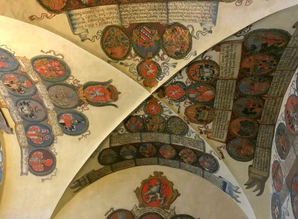 Techo de una de las salas del Antiguo Palacio Real