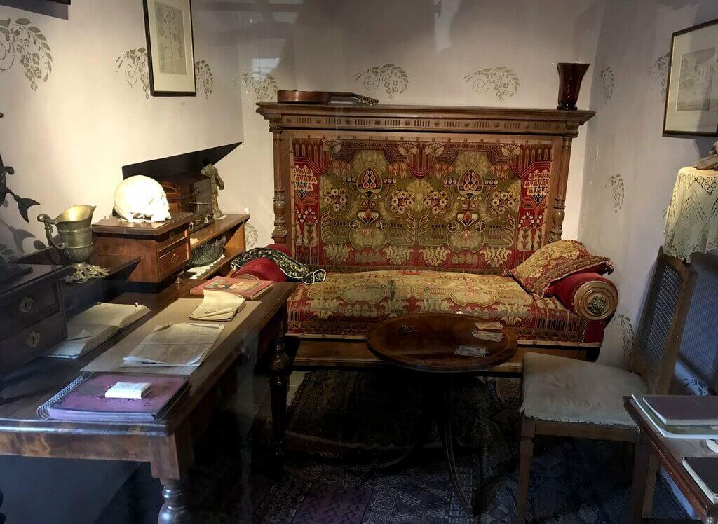 Interior de una de las casas del Callejón de Oro