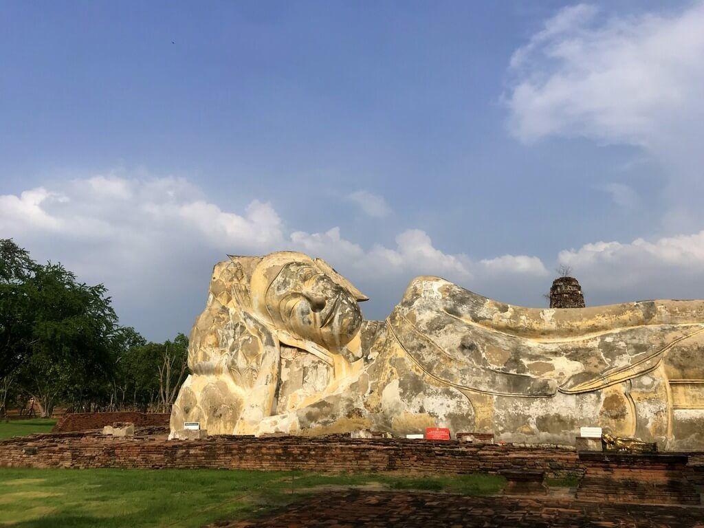 Buda reclinado del Wat Lokaya Sutharam