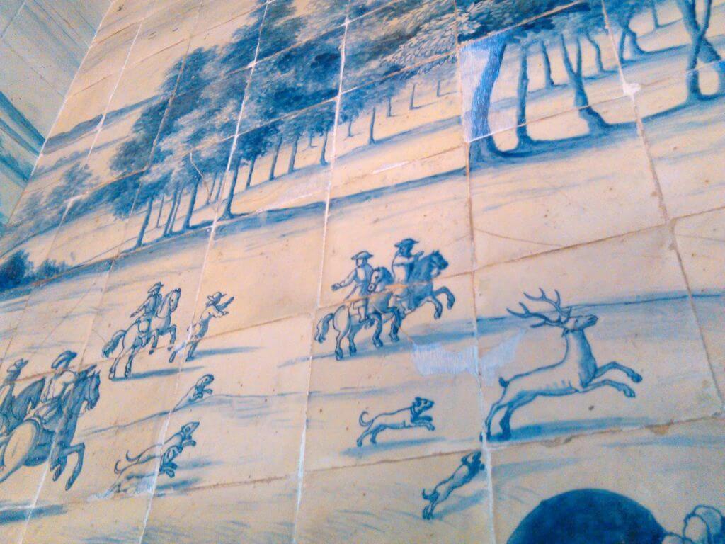 Detalle de pared de azulejos