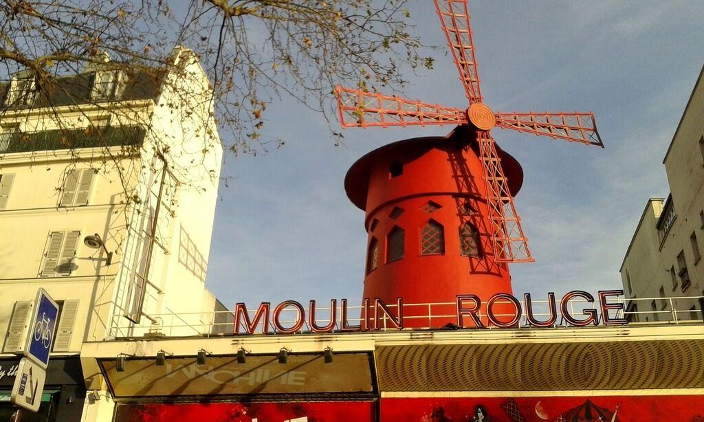 El famoso Moulin Rouge de Montmartre