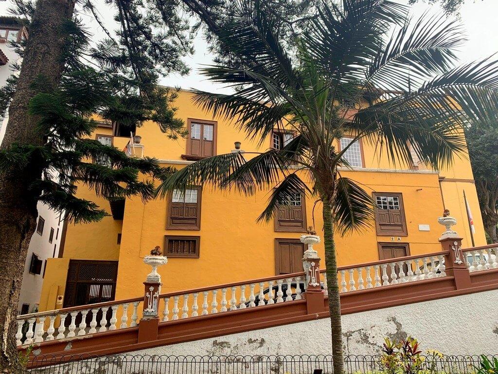 La Casa de los Cáceres en la Plaza Andrés Lorenzo de Cáceres