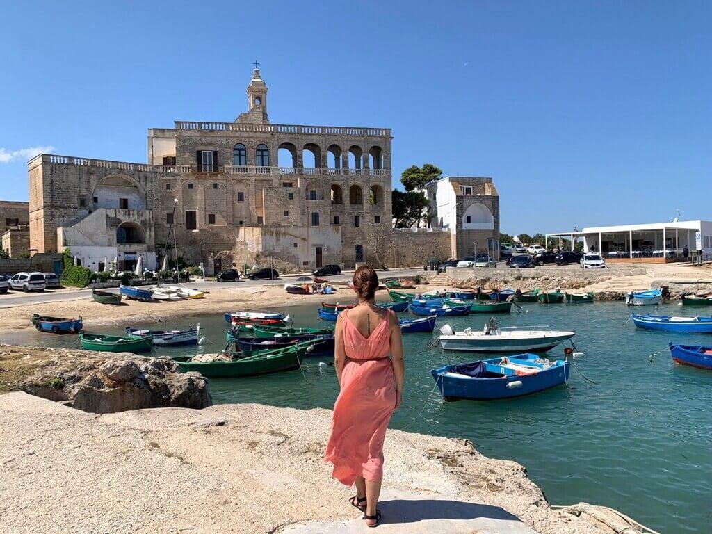 El Puerto de San Vito y al fondo la Abadía