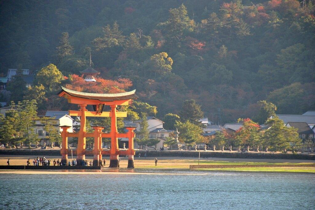 Gran torii rojo de Itsukushima