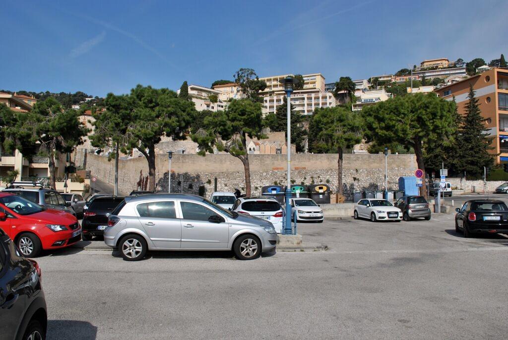 Parking en la parte alta de Villefranchesur Mer