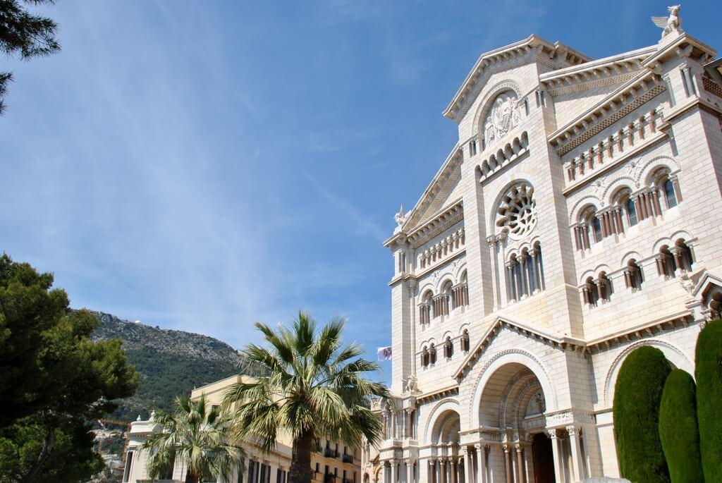Otra perspectiva de la Catedral de Montecarlo