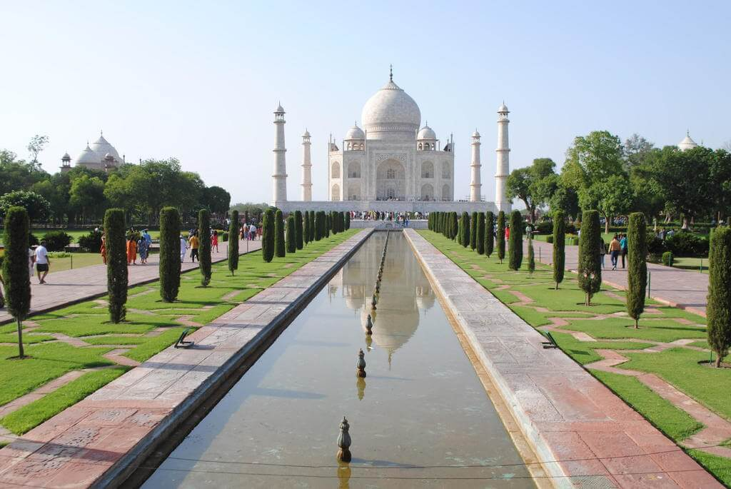 jardín central que conduce al mausoleo