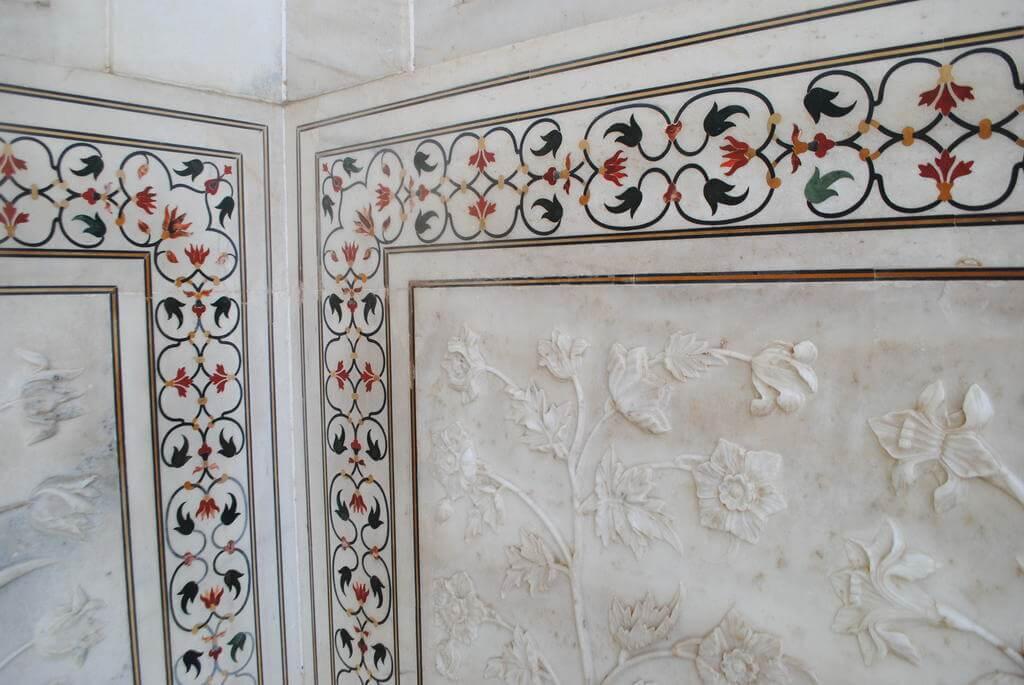 Decoración de las paredes del Taj Mahal