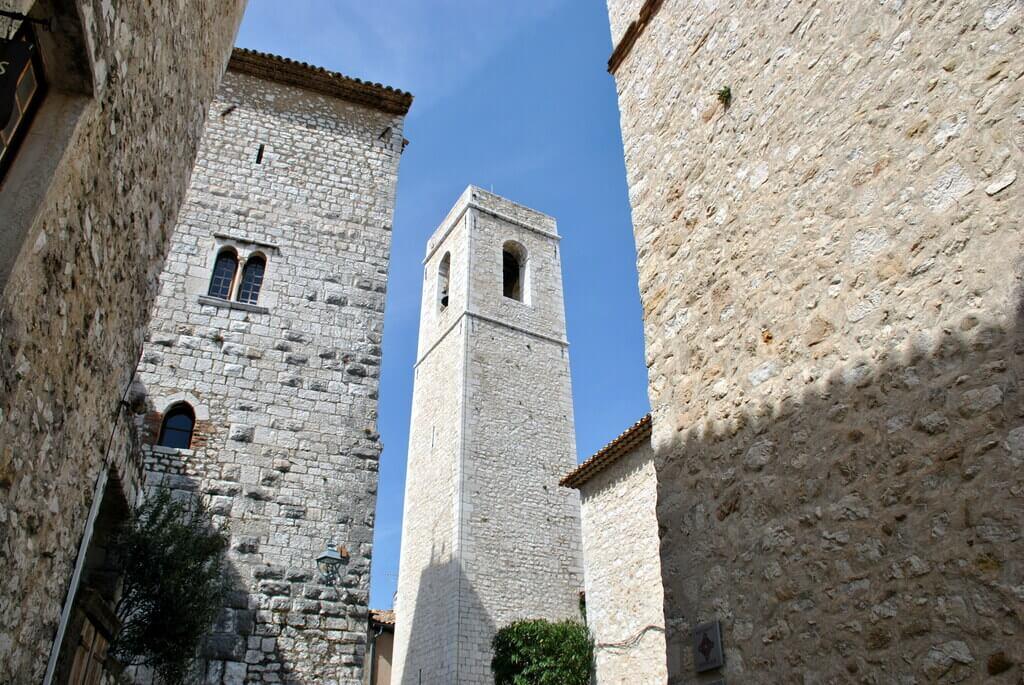Torre rectangular de la Iglesia