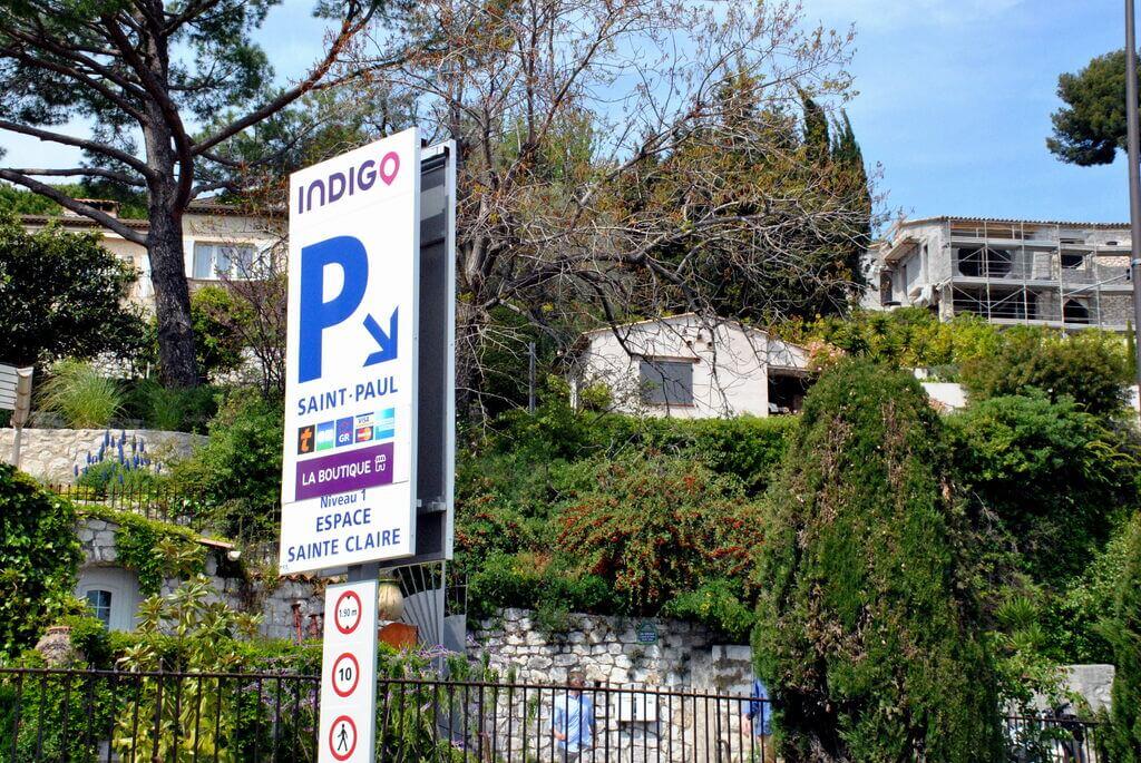 Parking situado a la entrada de Saint Paul de Vence