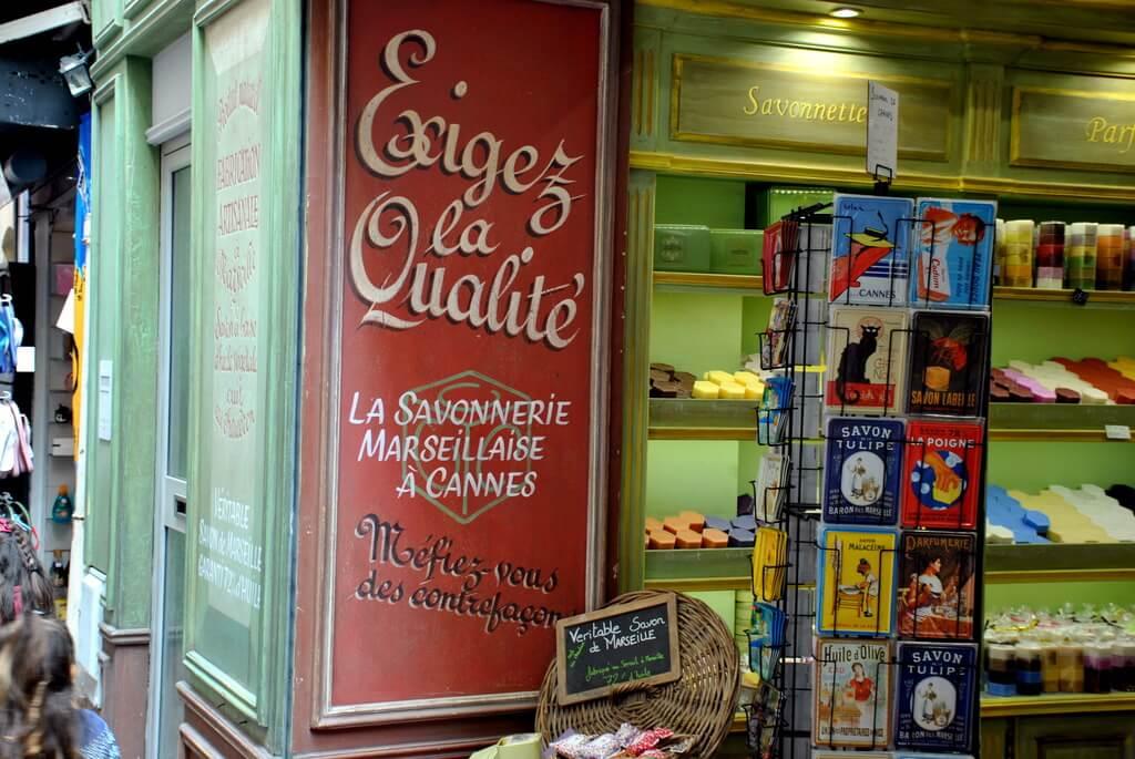 Tienda de jabones en la Rue Meynadier
