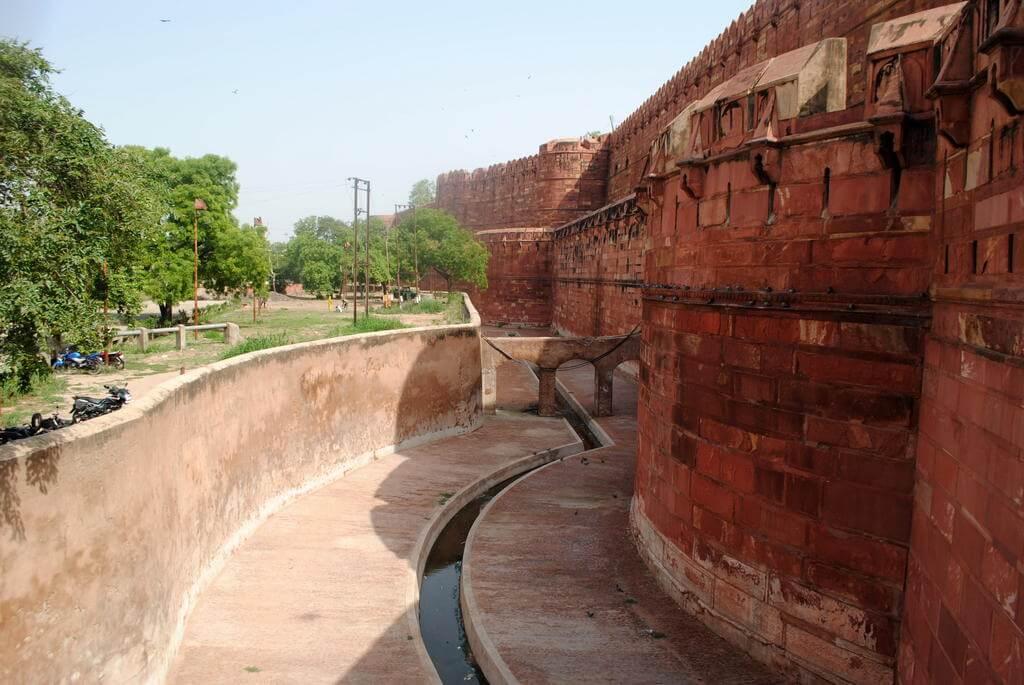 Muros exteriores del Fuerte rojo de Agra