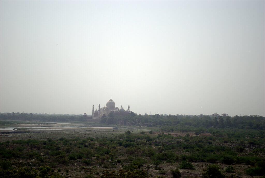 El Taj Mahal y el río Yamuna desde la torre Musamman