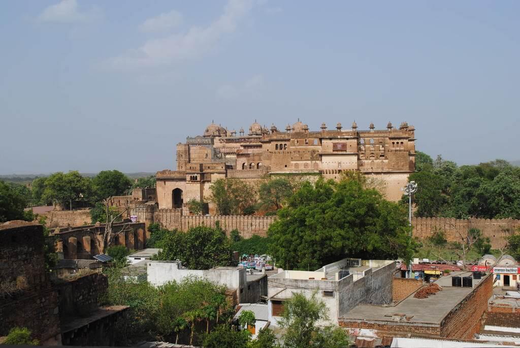 Fortaleza de Orchha vista desde la parte más alta del Templo Chaturbhuj